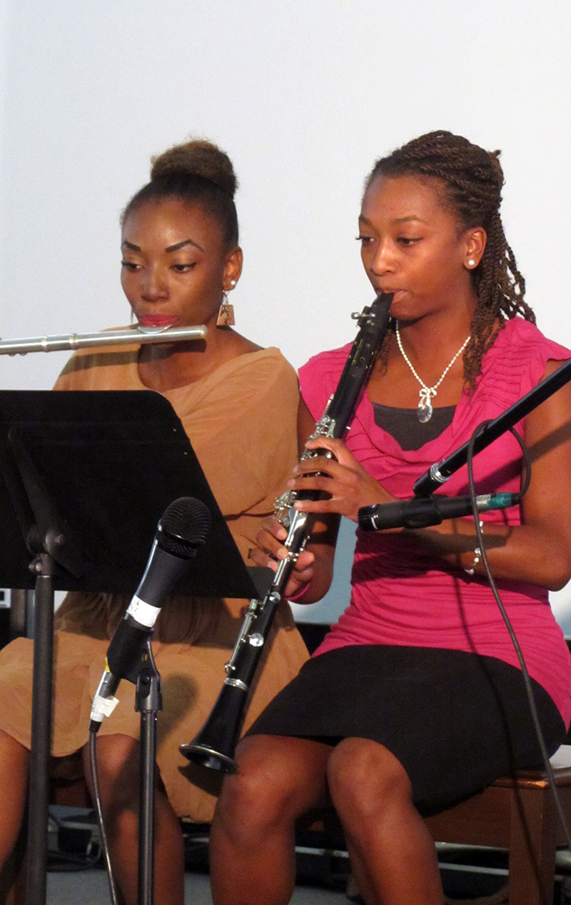 20a-fluteandclarionett-sisters