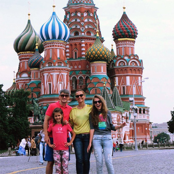 OLEG, ALIONA, SOPHIA AND LYDIA IN MOSCOW'S RED SQUARE!