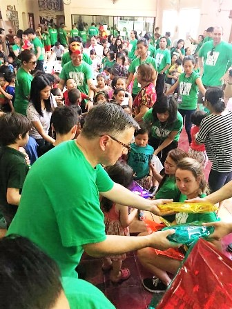 Joe Willis distributing school supplies - provided for by the Sydney Church - to the grateful orphans of Manila!